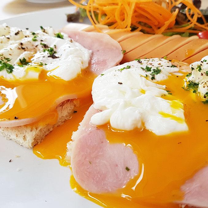 Mon Ta Cha To | Eggs Benedict | Hua Hin | Thailand